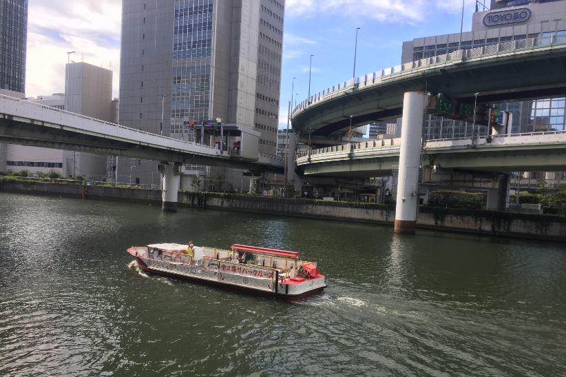 金魚のクルーズ船