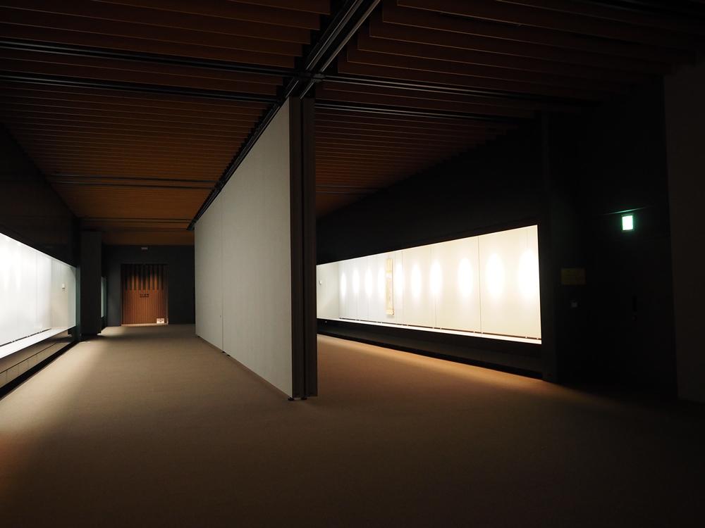 展示ケースのガラスは、光の反射を抑えた国内最高レベルの超高透過ガラスを採用。作品がはっきり見えるそうです。