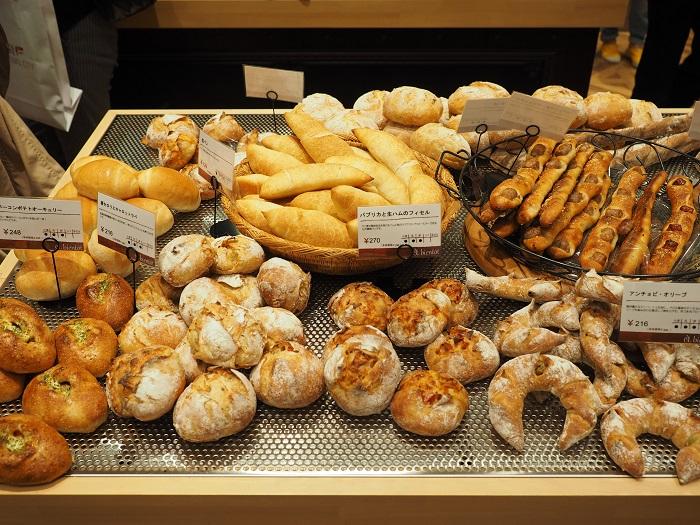 北摂で人気のパン屋さんが中之島に進出。ワインに合いそうなハード系はもちろん、スイーツ系もおすすめです。「パンはア・ビアントのものです」というレストランもあるほどで、その味はホンモノ。