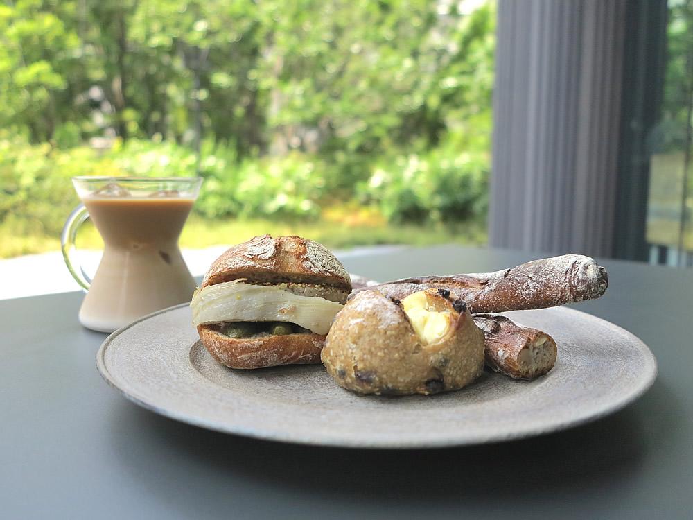 『バトン・ブランシュ』『パテ・サンド』『プティ・デジュネ』・・・ル・シュクレクールのパンはすべてハード系のパン。菓子パンはありません。