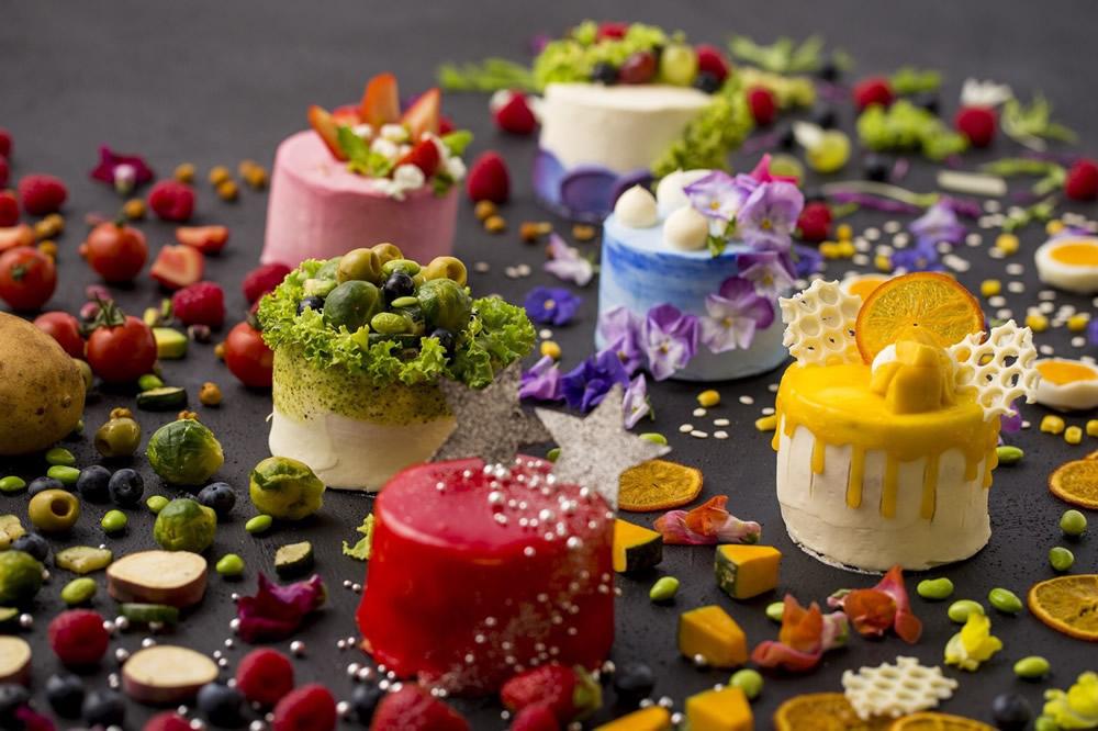 田村さんプロデュースの自信作「サラダのケーキ」。これもきっと大きな話題となるでしょう。(J)