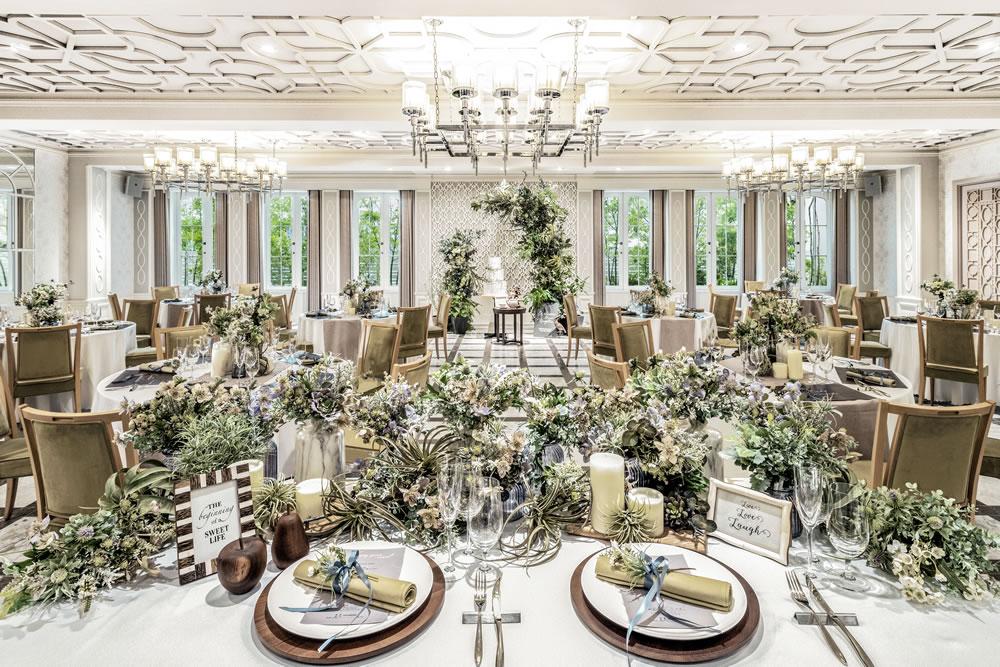 コンセプトは「幸せと絆」 という、1階の披露宴会場「リアトゥーナ」。リゾートな気分で贅沢な披露宴が行えます。 (L)