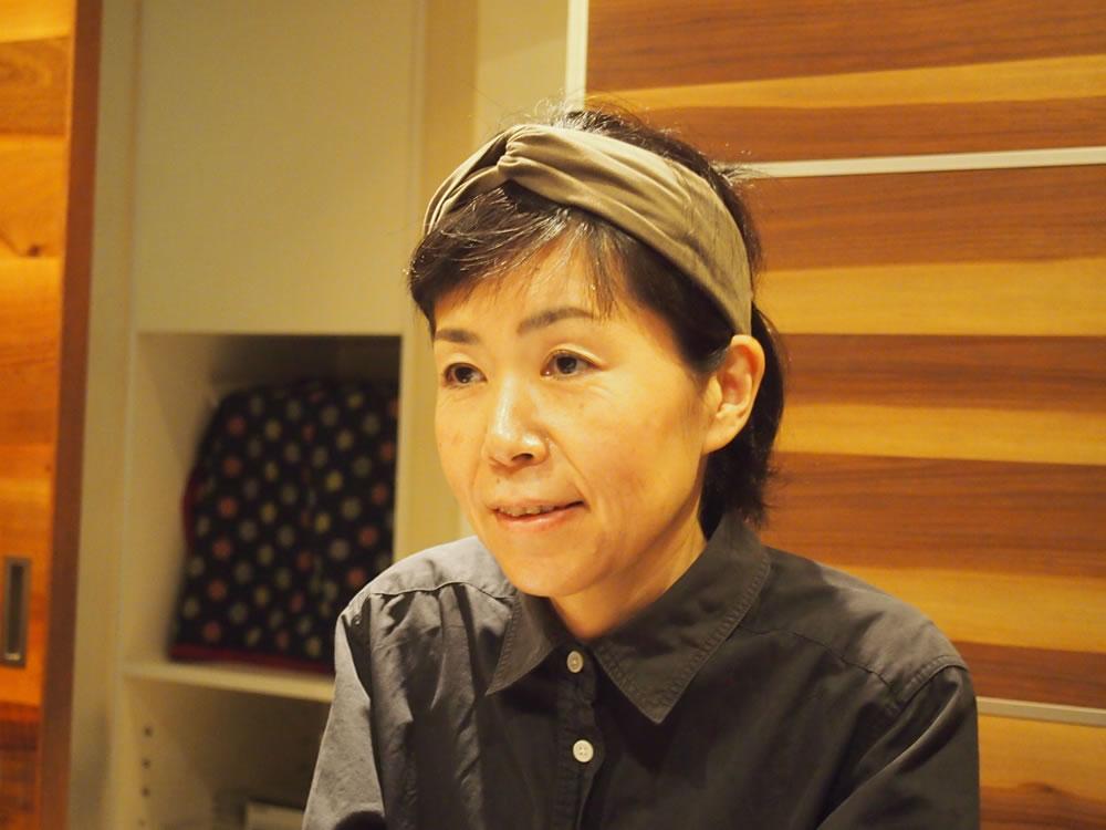 「体調を崩し、体質改善を図るため、野菜中心の食生活になった」と語る、店主の栄田くるみさん。