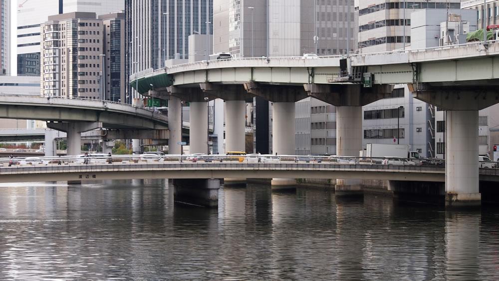 渡辺橋 橋長:79.0m/幅員:29.0m/形式:桁橋/完成:1966年