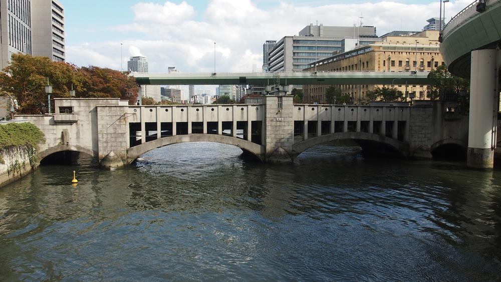 錦橋 橋長:55.12m/幅員:10.55m/形式:アーチ橋/完成:1931年(1985年改装)